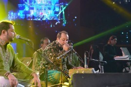 Rahat Fateh Ali Khan singing to audience - Jubilee Life Insurance