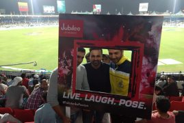 PSL jubilee fan pose